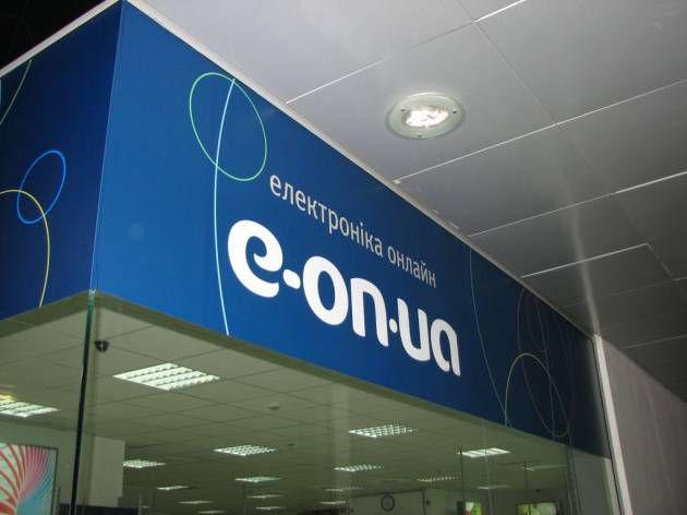 Оформление пленками витрины бутика электроники, 2010