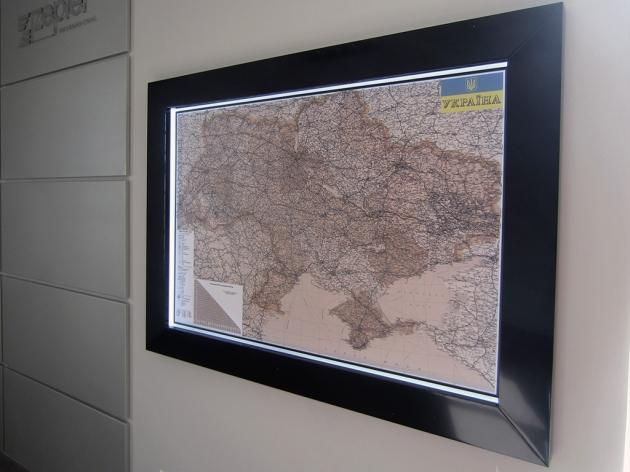 Настенная карта в рамке с подсветкой, 2013