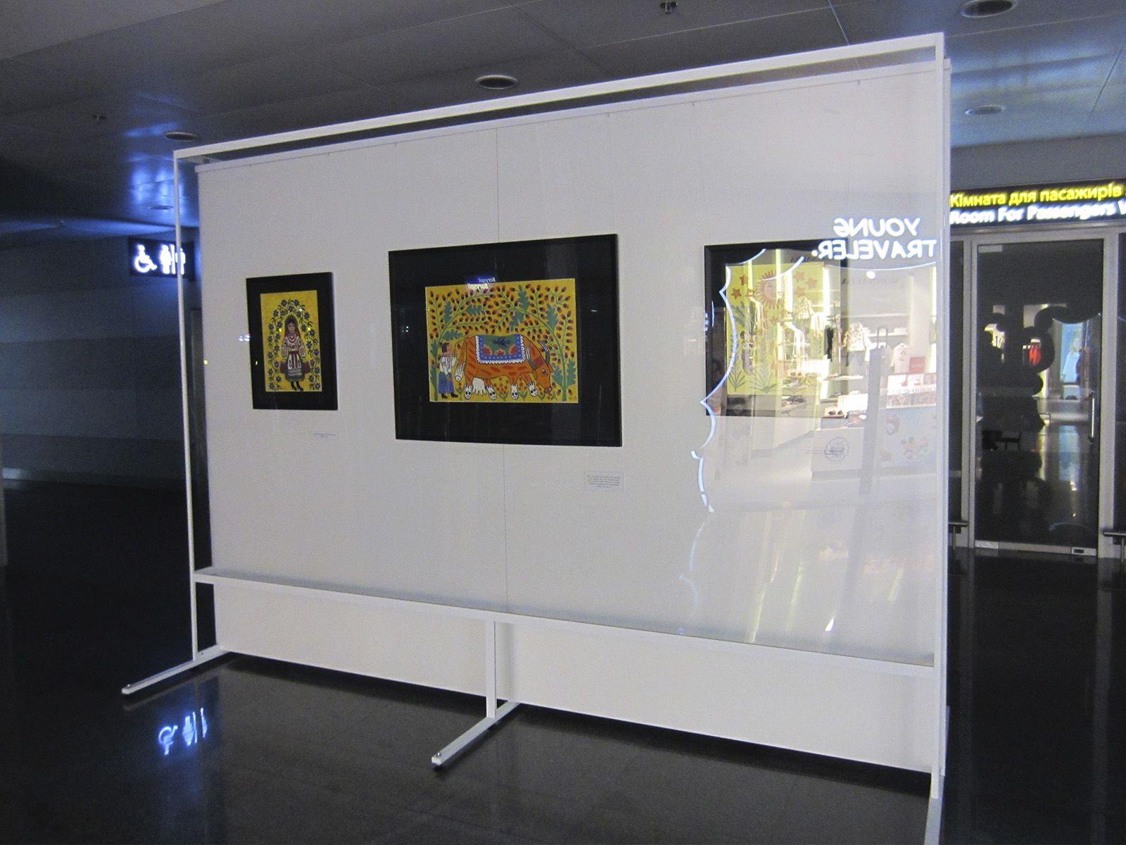 Стенды для экспонирования картин