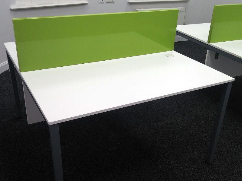 Стол офисный с нижними и верхними перегородками (№833)