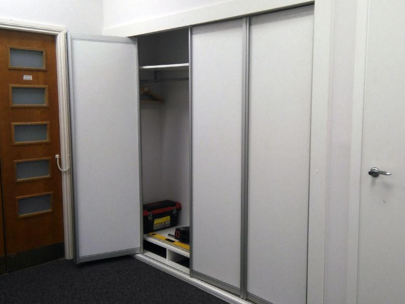 Шкаф-гардероб, встроенный в стену (№849)