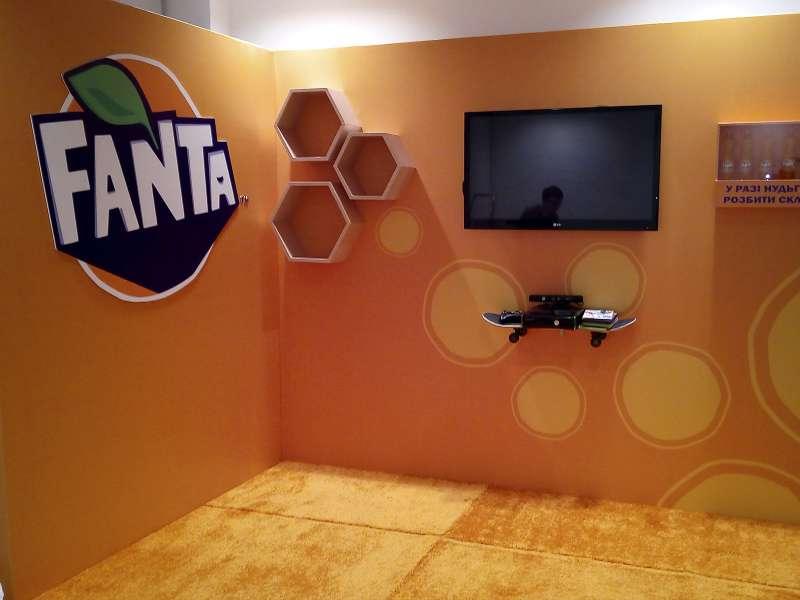 Фотозона Fanta, изготовление стел и баннеров недорого