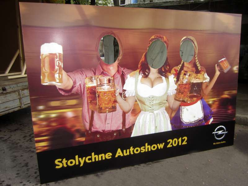 Тантамареска на автошоу в виде баннерной растяжки недорого