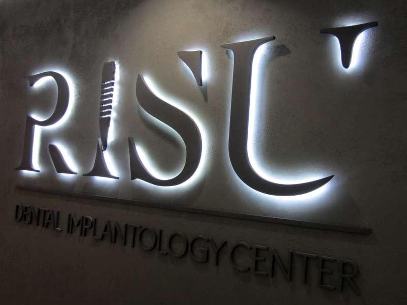 Вывеска RISU наружная реклама