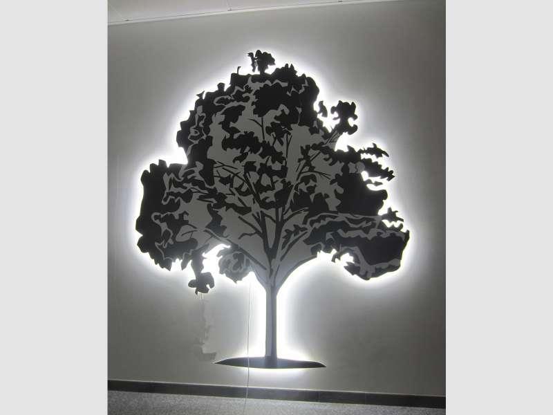 Дерево из зеркального акрила заказать рекламу