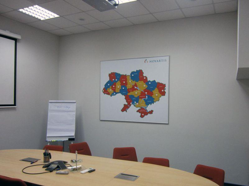 Карта в алюминиевой рамке наружная реклама Novartis (№360)