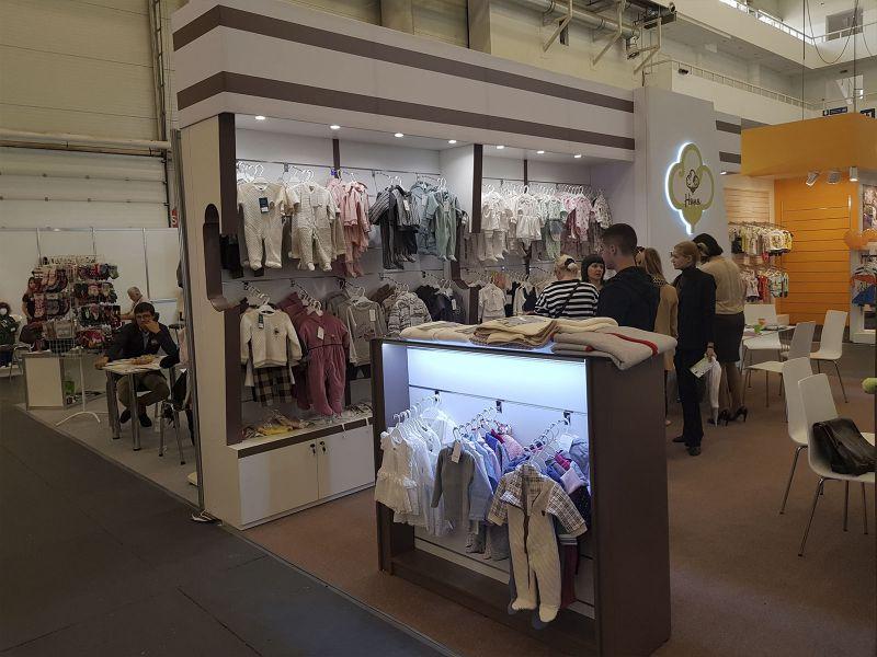 Стойки для одежды купить, заказать вывеску для магазина в киеве