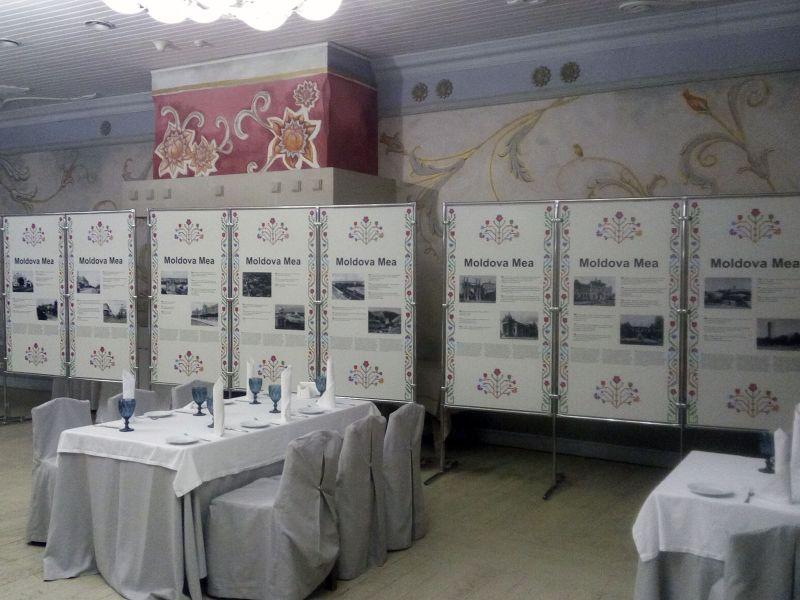 Мобильные стенды для фотовыставки Moldova Mea наружная реклама (№1335)