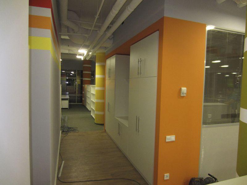 Гардеробные шкафы, вмонтированные в ниши