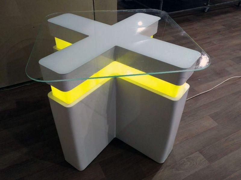 Оригинальный столик в офис