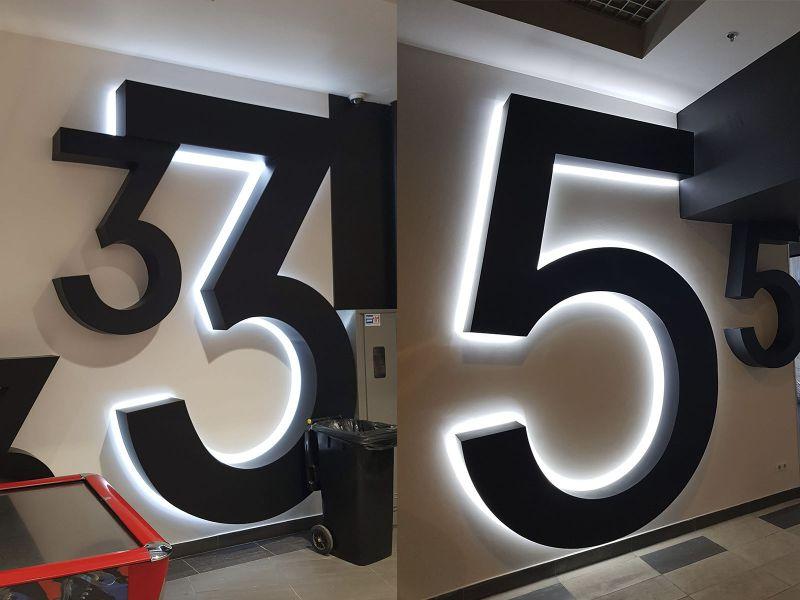 Объемные цифры с подсветкой