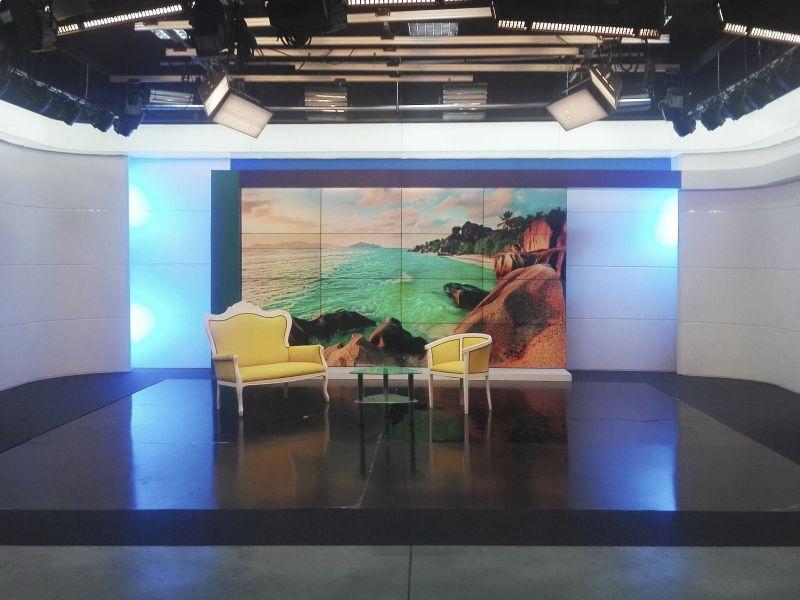 Обшивка стен телестудии декоративными панелями