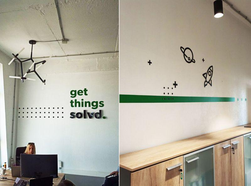 Оформление стен акрилом и пленками в корпоративном стиле